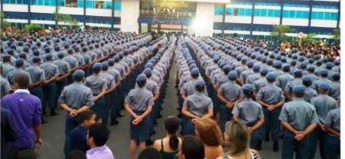 Os 455 novos PMs, em forma, para receber o diploma e iniciar trabalho nas ruas; nada de 1,5 mil como mente o governador