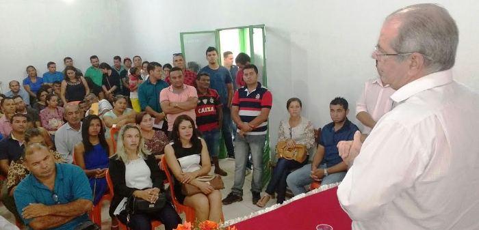 Em conversa com populares, no município de Campestre