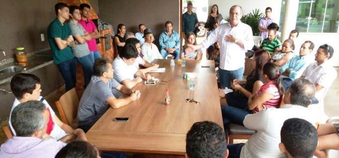 Em estreito, em reunião com lideranças