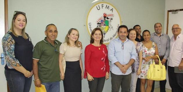 Rodrigo com a reitora Nair Portela e os representantes da Ufma