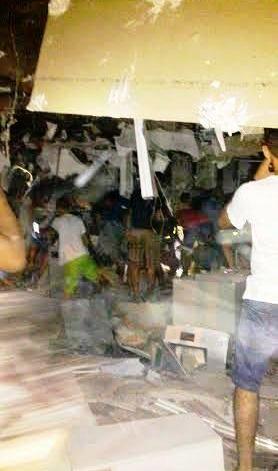 Curiosos observam escombros da explosão de banco em Colinas
