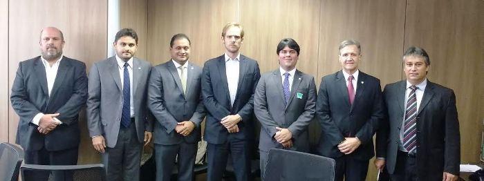E ao lado dos representantes da aviação civil no Brasil