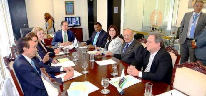 Fábio Câmara, com Lobão e João Alberto, na reunião nacional do PMDB