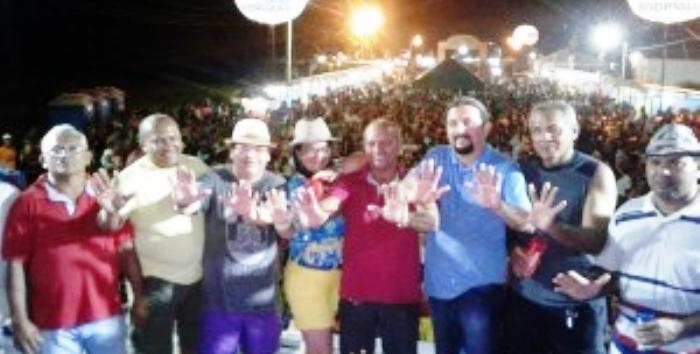 Júnior Verde com lideranças: foliões no Lava Prato de Nina Rodrigues