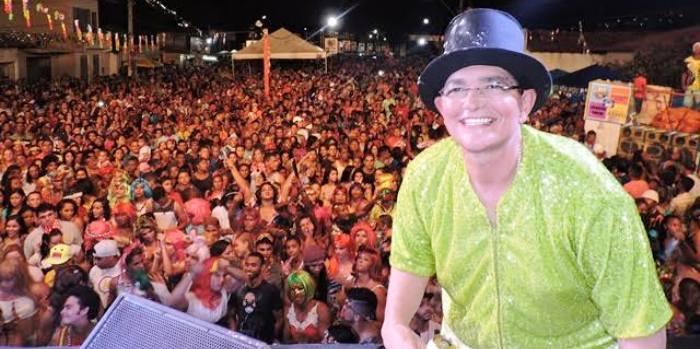 Amaury esteve presente ao lado da multidão curtindo a folia em Mirinzal