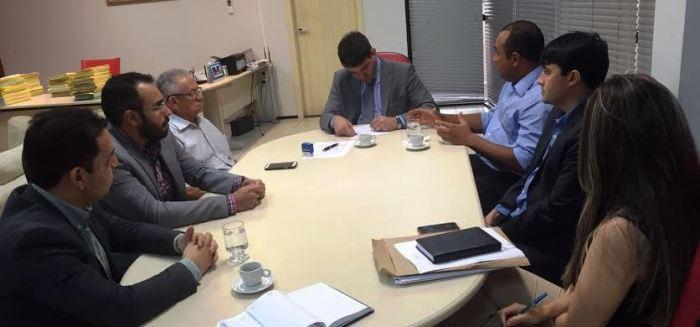 Roberto e os peemedebistas passam informações a Diaz sobre a visita de Temer...