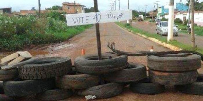 ...E a barricada feita pelos moradores na semana passada