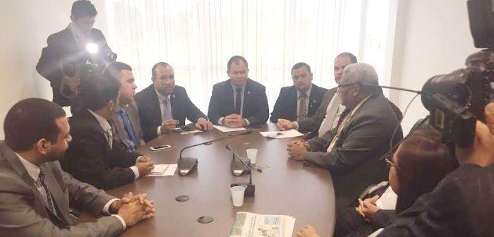 Roberto Costa, Rafael Leitoa na CCJ com os membros do Sindicato dos Advogados