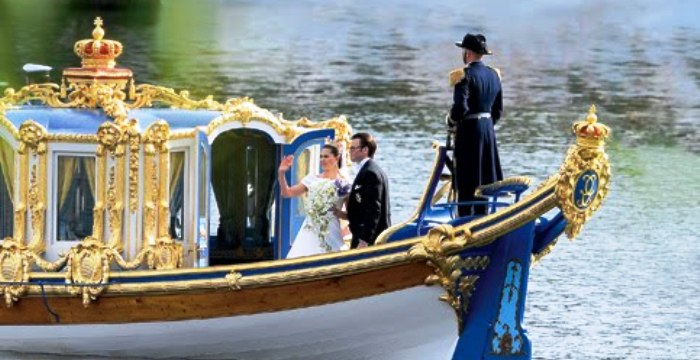 Passeio aristocrático: luxo até no barco...