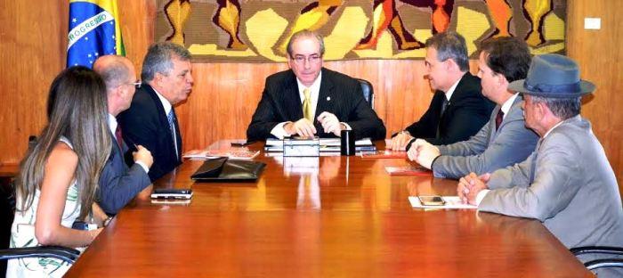 Aluisio Mendes e os colegas deputados em reunião com Eduardo Cunha