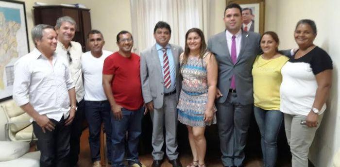 Fábio Macedo com Márcio Jerry e os representantes de Bernardo do Mearim