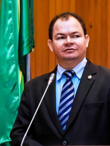 Rafael leitoa em discurso na Assembleia