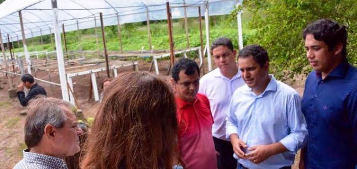 Edivaldo e Osmar conversam com produtores