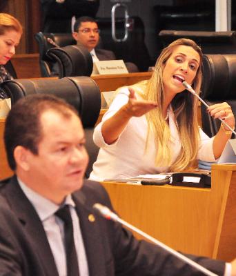 Andrea mostra sua indignação por ter direitos cerceados
