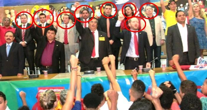 Flávio Dino e o estaduais presentes; nem o líder da bancada apareceu na imagem