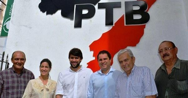 Edivaldo entre as lideranças do PTB