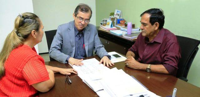 Josemar discute com Marcos Pacheco e equipe reformas na unidade mista