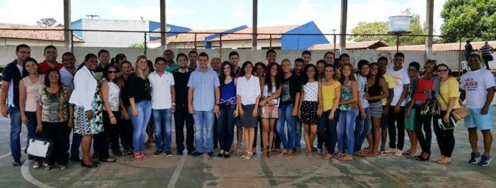 Glalbert durante reunião com estudantes e políticos de Matinha