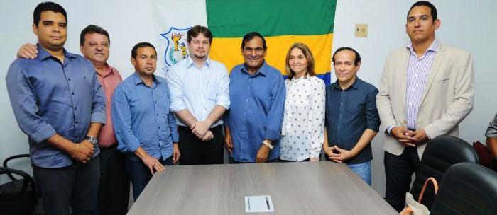 Josemar com os novos e antigos secretários: reforma