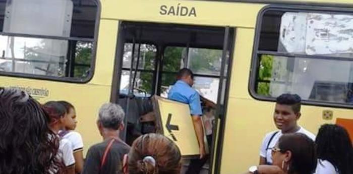 No dia em que o Procon abortou uma ação na garagens, este ônibus ficou assim..