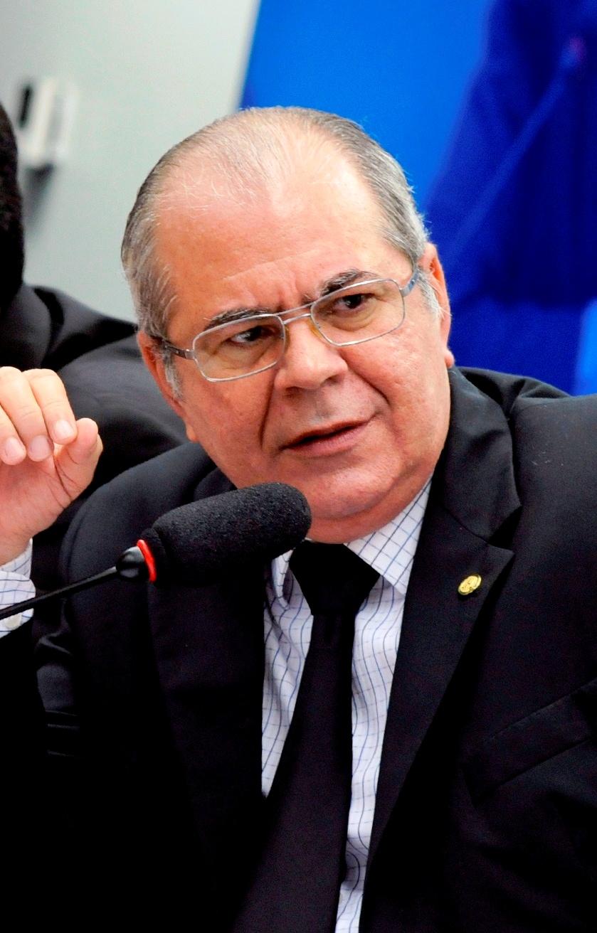Hildo Rocha sai em defesa de professores maranhenses