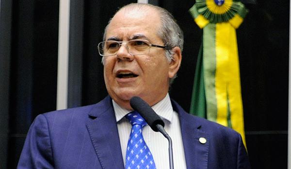 Rocha quer ter posição embasada sobre o impeachment