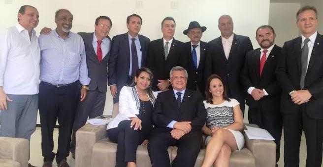 Aluisio Mendes com seus colegas de bancada; em 2016, a dedicação será aos aliados no interior