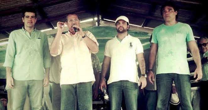Albérico Filho discursa, entre Adriano, Edilázio e Lobão Filho