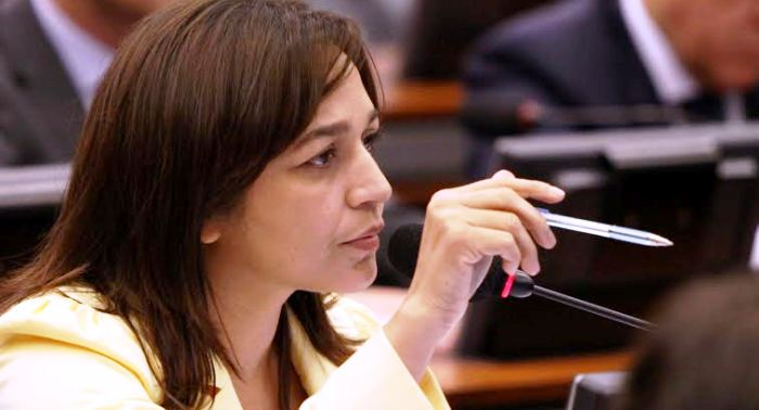 Eliziane Gama tem se posicionado contra Cunha desde o início do mandato