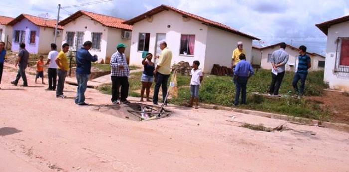 prefeito ouviu também dos moradores os problemas do conjunto habitacional