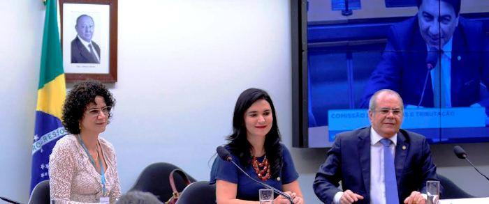 Hildo Rocha em sua participação na comissão