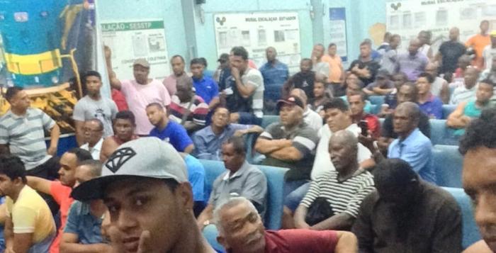 Operários têm se reunido nos últimos três dias e podem parar amanhã no Itaqui