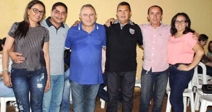 Vete Botelho, ao lado de Zé Inácio, com o candidato Bosco e as lideranças do grupo
