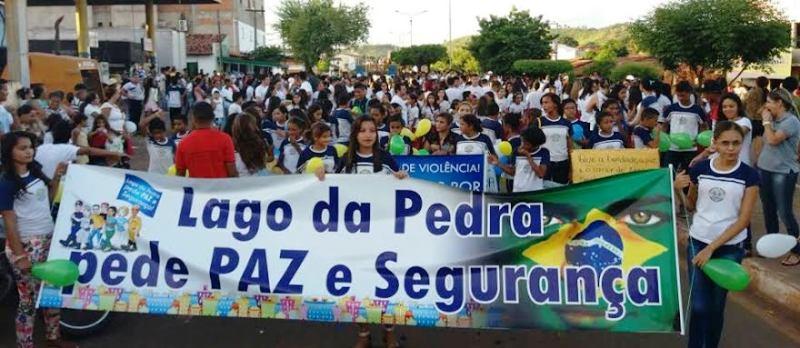 Estudantes e comunitários saíram á ruas do municípios por mais segurança