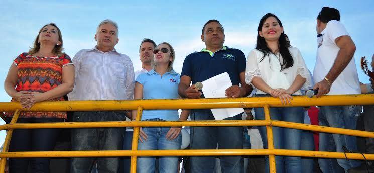 A prefeita Maura Jorge e autoridades políticas, do Judiciário e do Ministério Público também cobraram ações do governo