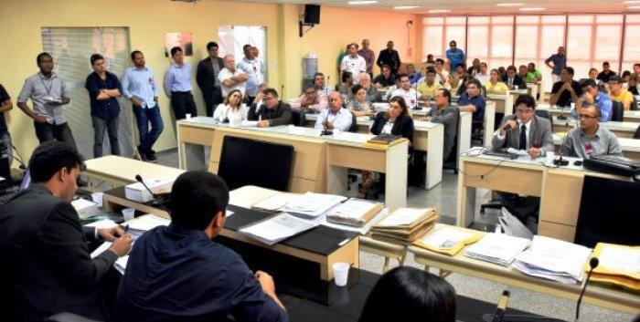 Abertura dos envelopes das concorrentes na licitação, quinta-feira, 12: proposta irregular da EdeconVias