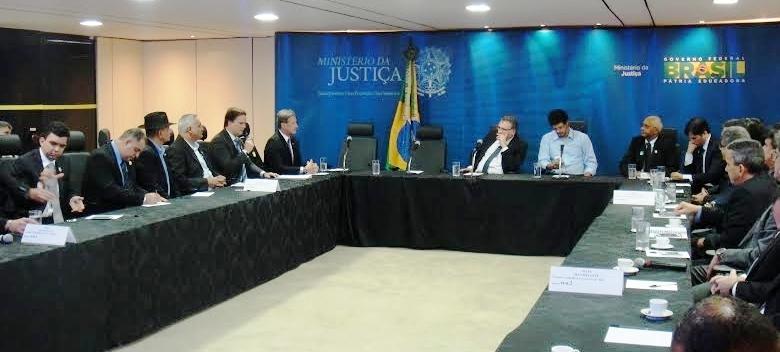 Aluisio, à esquerda do ministro, demonstrou preocupação com fatos inerentes à Polícia Federal