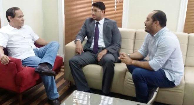 Pinto Itamaraty conversa com Roberto Júnior e Estevão Aragão