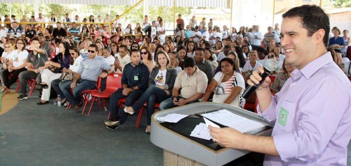Edivaldo, em mais um anúncio de benefícios para os professores de São Luís