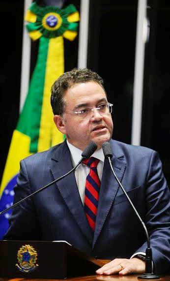 Rocha tem frente aprovada no Senado