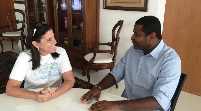 Roseana mostrou descontração na conversa com Fábio Câmara
