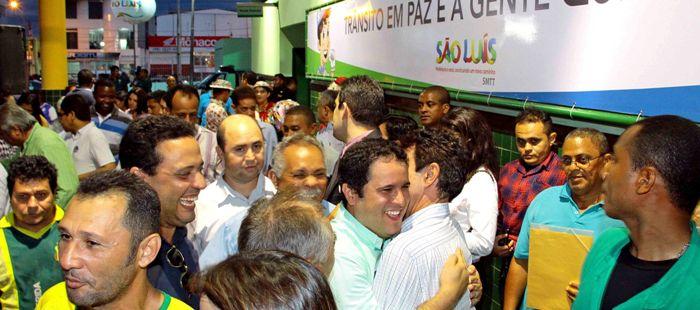 Imagens como esta têm impressionado a turma do Batista, que cerca o prefeito; para eles, não há rejeição alguma