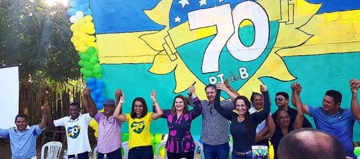 Aluisio Mendes, com Maura Jorge e as lideranças de Alto Alegre do Pindaré