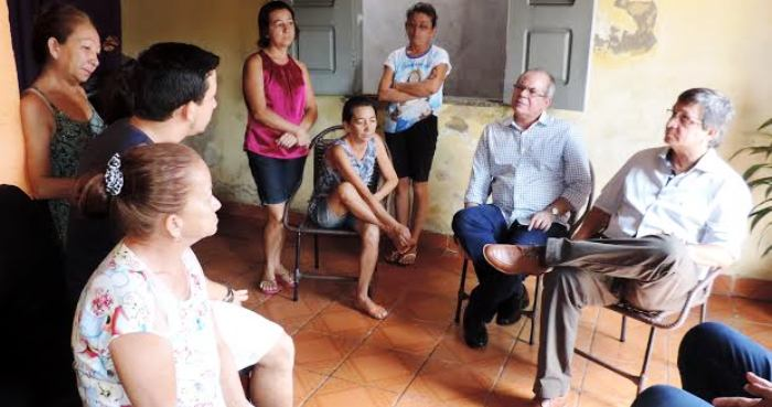 Hildo Rocha ouviu os elatos dos familiares de irialdo, após um ano do crime
