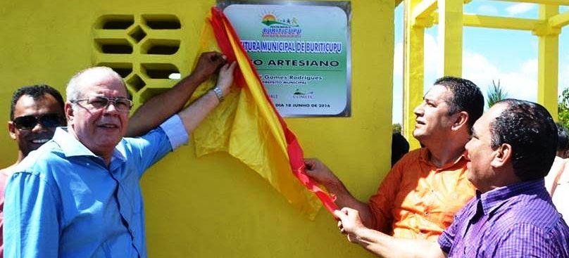 Hildo com o prefeito, inaugurando o projeto