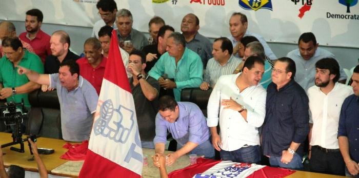 Edivaldo recebeu as lideranças dos partidos, com militância levada das comunidades