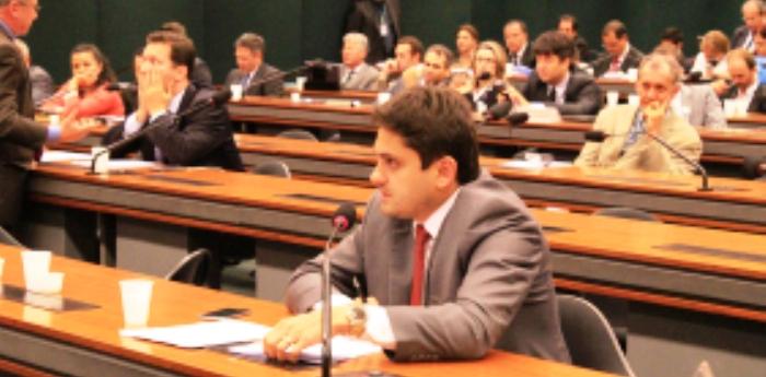 Juscelino fala na comissão sobre seus projetos