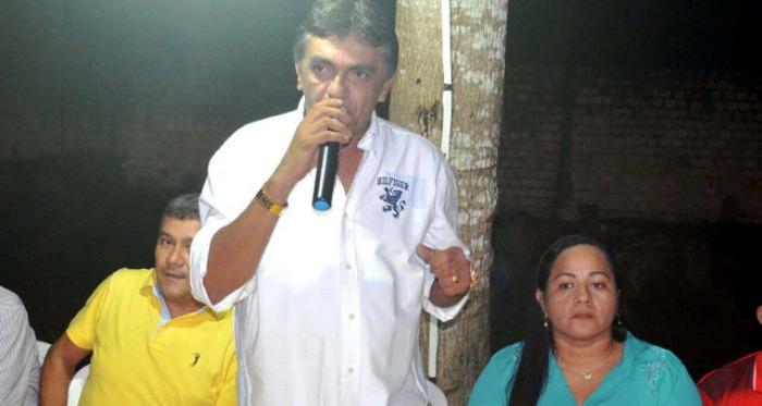 Júnior Franco fala à multidão para apresentar seus candidatos