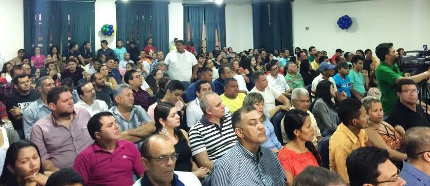 Dezenas de militantes participaram da posse no PTN, que ocorreu na associação Comercial