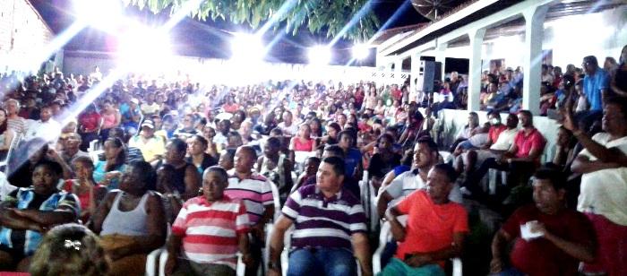 os simpatizantes do grupo do prefeito lotaram o local do evento